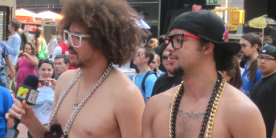 LMFAO did an interview half naked last Thusday (8/6) in Times Square